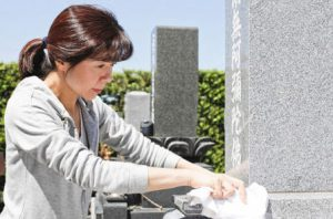 お墓掃除は墓石を長くきれいに保つために必要な行事です