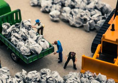 産業廃棄物収集運搬許可証|遺品整理業に必要な資格